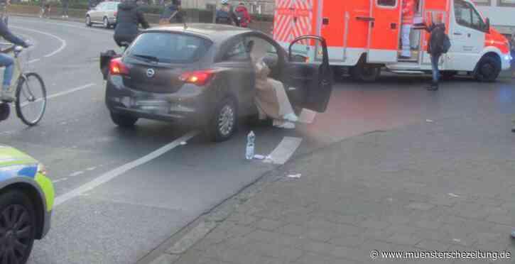 Münster: Erneuter Abbiegeunfall - Autofahrer nimmt Radfahrer die Vorfahrt und verletzt ihn leicht