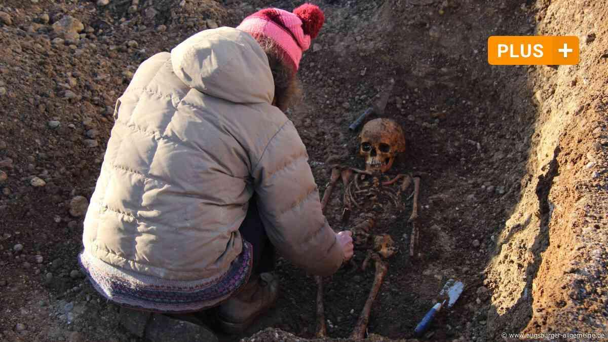 Bauarbeiter entdecken unbekannten Toten mit Schild und Schwert