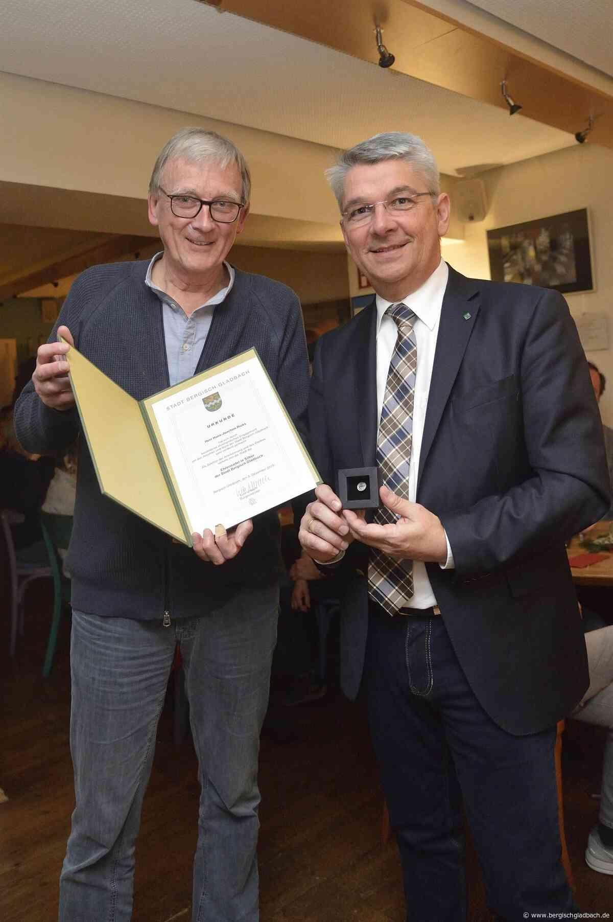 Hans-Joachim Rieks mit Ehrennadel in Silber ausgezeichnet