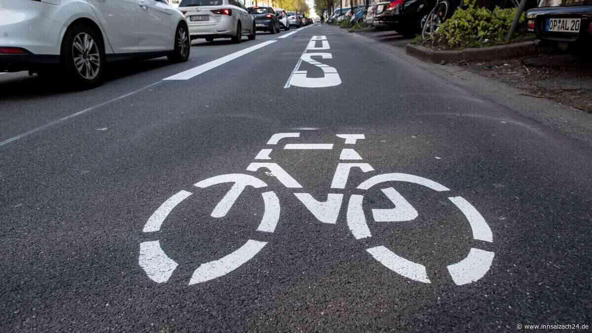 Fahrradsturz unter Alkoholeinfluss: Mann (80) verletzt