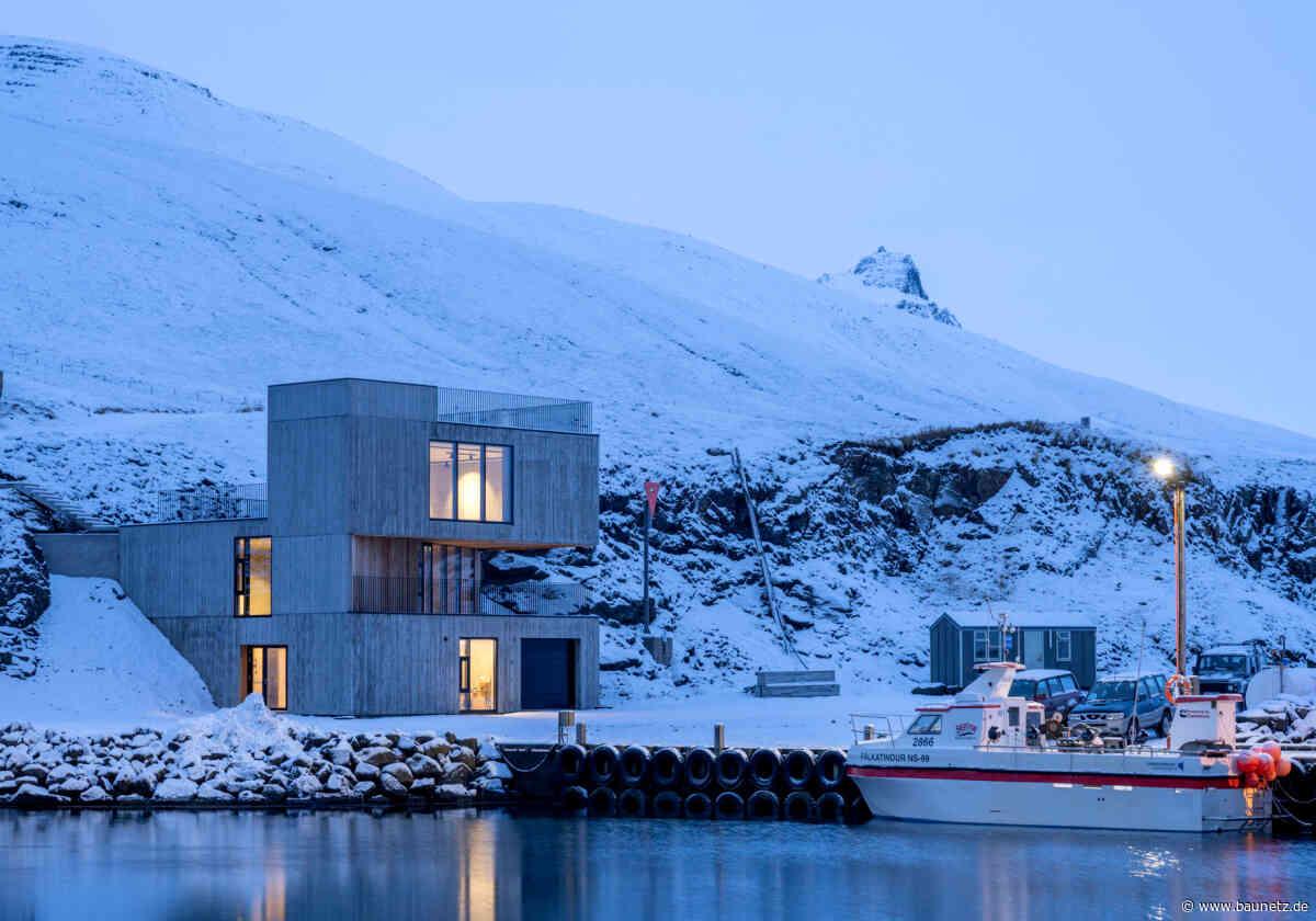 Betonwürfel und Papageitaucher  - Besucherzentrum von Andersen & Sigurdsson auf Island