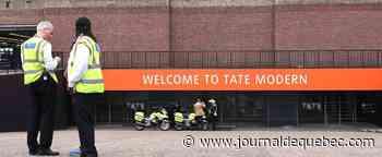 Enfant poussé du 10e étage d'un musée à Londres: le suspect plaide coupable