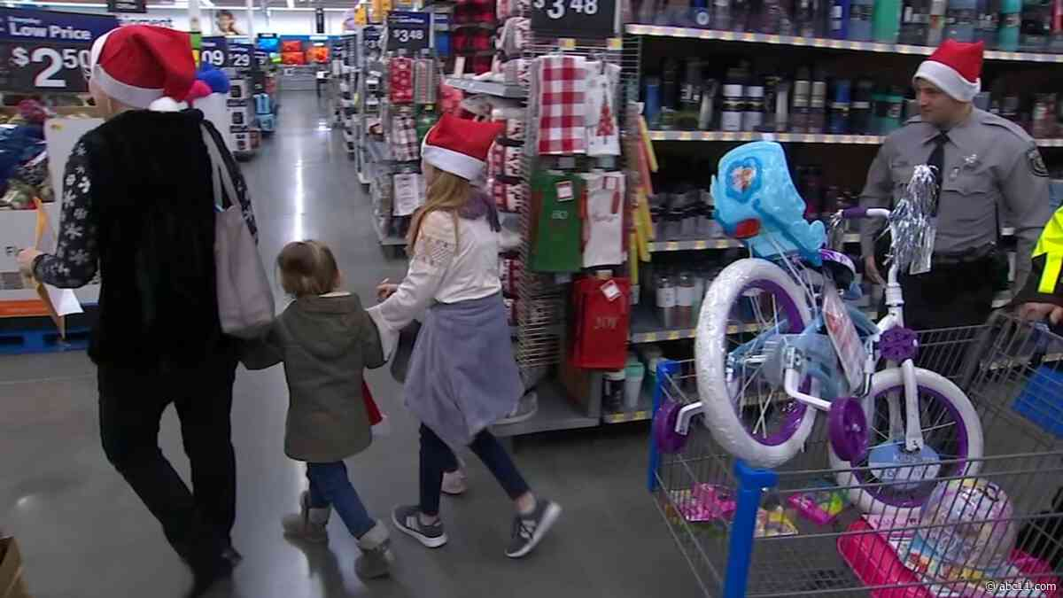 20 Orange County children get shopping spree with sheriff