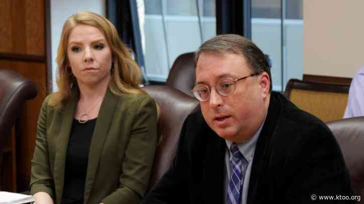 Alaska state government forecasts lower revenue for this year and next