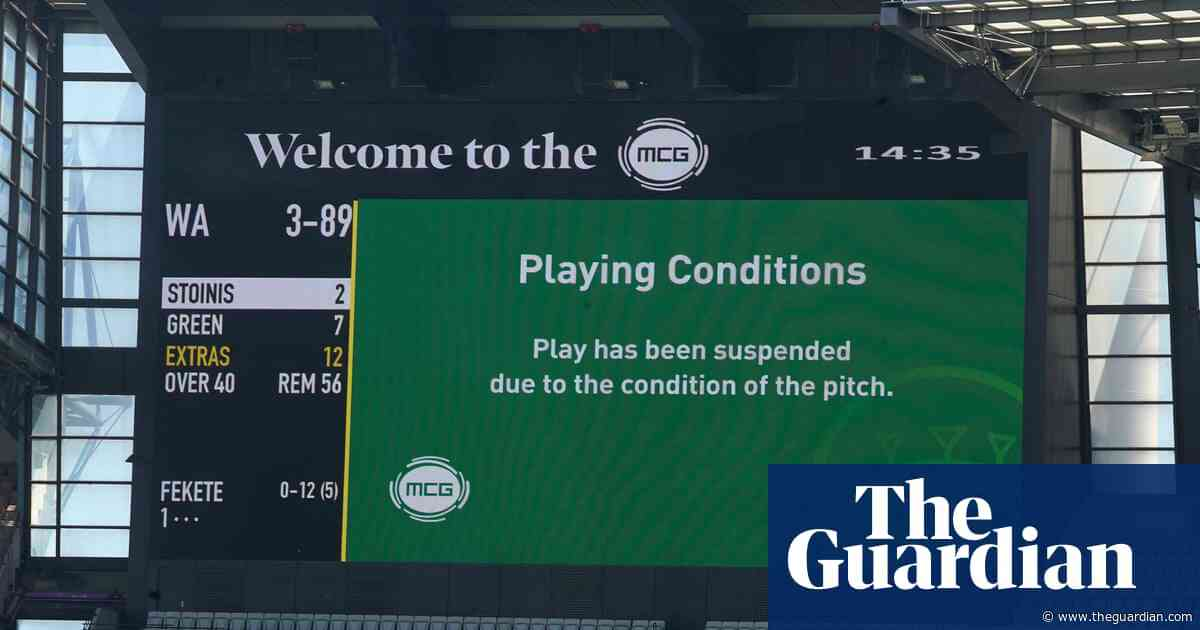 Dangerous MCG pitch forces play to be suspended in Sheffield Shield match