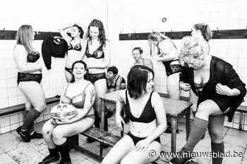 """Rugbydames maken lingeriekalender: """"We zijn stoer, gracieus én trots op ons lichaam"""""""