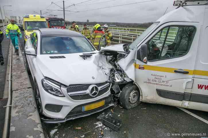 Brug tussen Arnhem en Westervoort dicht na ongeval