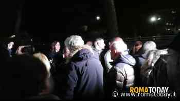 Casal Bruciato, Raggi e Della Casa contestate in piazza Crivelli