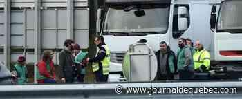 France: des routiers protestent contre la hausse du gazole, bloquent des camions étrangers