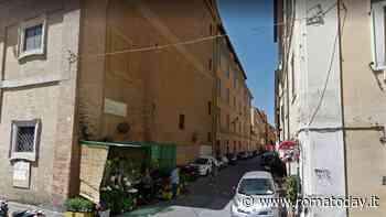 Monti: molesta i passanti, poi colpisce agente con un pugno