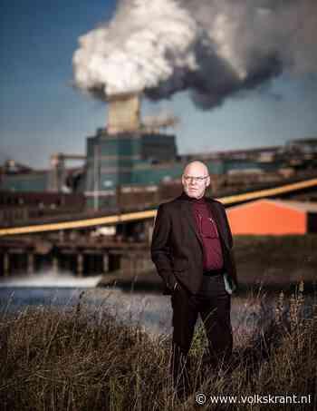 Fotograaf Dirk-Jan Prins legt de lozingen van afvalwater door Tata Steel vast