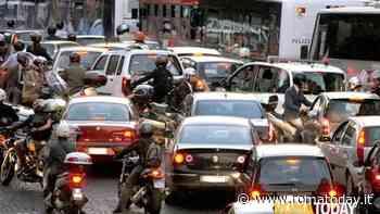 Blocco auto a Roma. Troppo smog, domenica e lunedì stop ai veicoli più inquinanti nella fascia verde