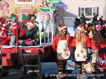 Santa Claus comes to Morrisburg for his annual parade