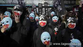 Protestbewegung: Zehntausende marschieren durch Hongkong