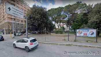 Gioco d'azzardo nei giardini pubblici: denunciata dalla polizia dopo aver vinto 50 euro