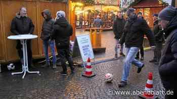 Harburg: Weihnachtsmarkt-Kicker unterstützen Muskelschwundhilfe
