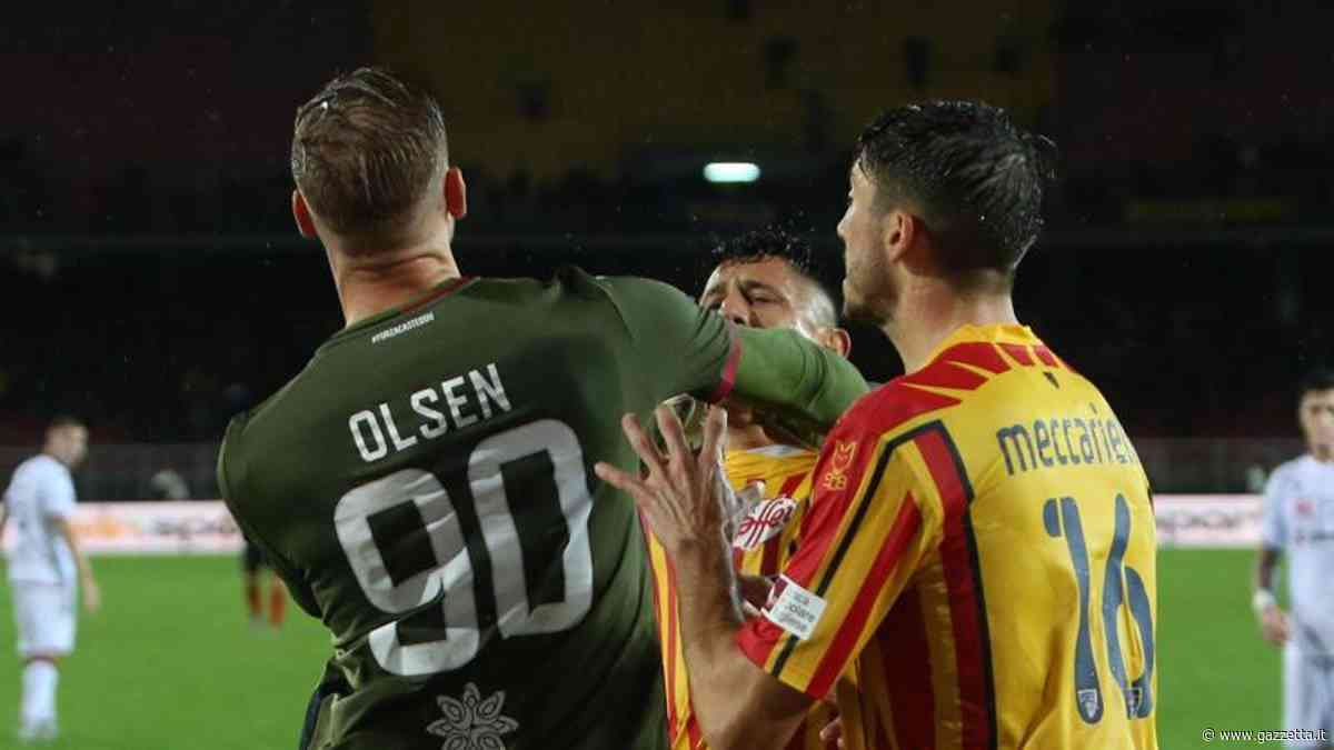 Serie A, Lecce-Cagliari 2-2: in gol Joao Pedro, Nainggolan, Lapadula e Calderoni