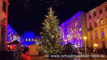 """Bad Wildbad: Bad Wildbader """"Advent am leuchten Kurplatz"""" lockt viele Besucher in die Stadt"""
