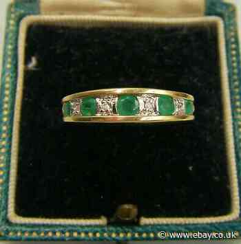 An Attractive Hallmarked 9ct Gold Natural EMERALD & Diamond Set Ring Band.