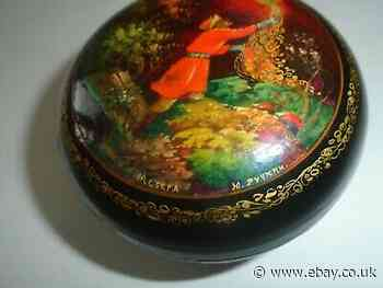 Lovely vintage 1962 Russian hand painted lacquered box with original paperwork