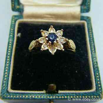 A Lovely Vintage Style 9ct Gold Blue Sapphire & Diamond Gallery Set Ring.