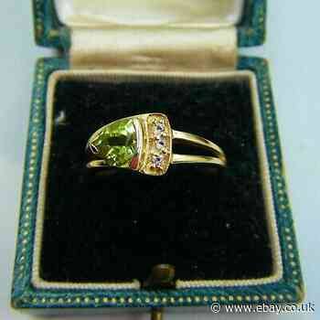 An Attractive Hallmarked 9ct Gold GEMS TV Natural PERIDOT & Topaz Ring!