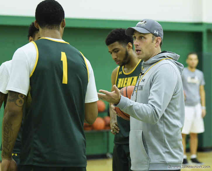 Siena men's basketball failing course on winning