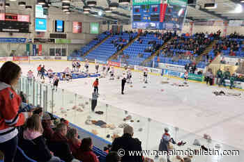 Nanaimo Clippers score teddy bears, win one on weekend