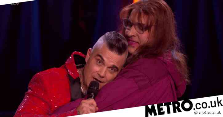 Robbie Williams shows dragged-up David Walliams just how big his member is