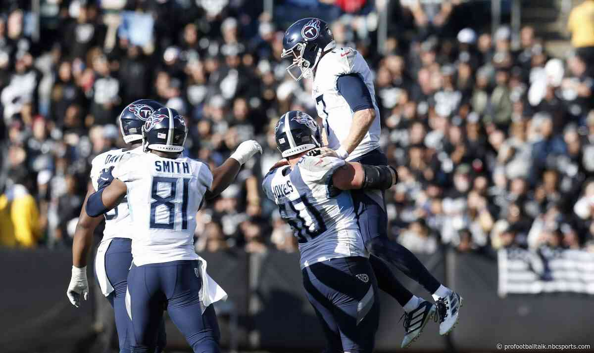 Raiders score with 24 seconds left in half to forge 21-21 tie with Titans
