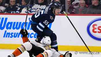 Schiefele scores 400th career point as Jets shoot down Ducks