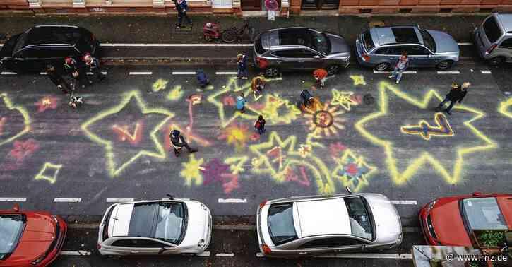 Heidelberg-Weststadt:  Achtung Autofahrer, hier ist eine Spielstraße! - Bunter Protest gegen Raser
