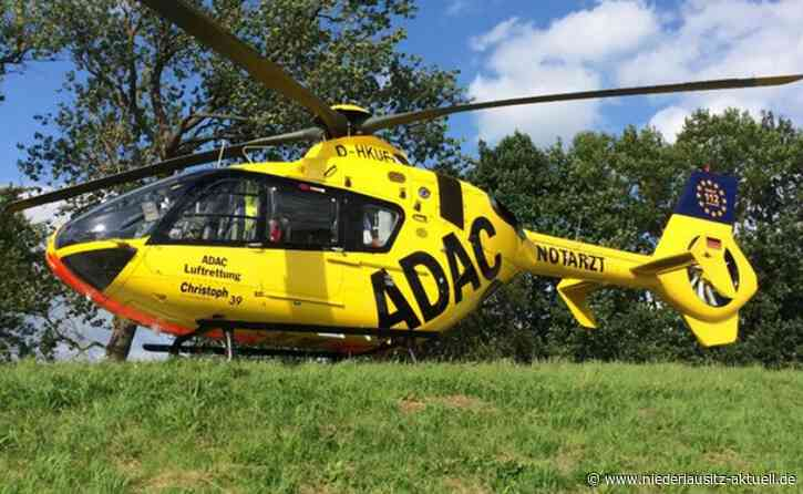 Kleintransporter brennt bei Koßdorf aus. Fahrer schwerverletzt gerettet