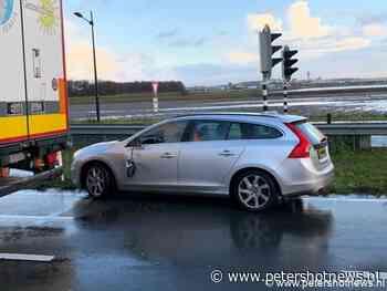 #Aalsmeer - Auto botst tegen vrachtwagen N201 Aalsmeer