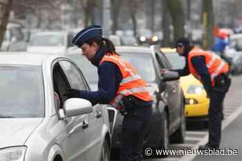 """Chauffeur snuift lijntje coke """"om er terug bovenop te komen"""", stomdronken vrouw rijdt bijna agent aan"""