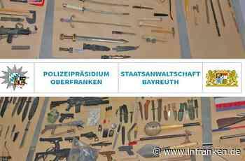 Bayreuth: Polizei durchsucht Wohnung und findet Dutzende Waffen - Vater und Sohn unter Verdacht