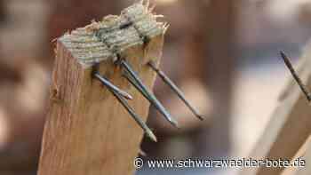 Calw: Sohn schlägt mit Holzlatte auf Vater ein