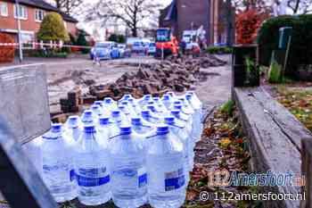 Flessen drinkwater van Vitens voor gedupeerden in Hoogland