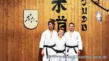 Neubulach: Drei Judoka freuen sich über den Erhalt des schwarzen Gürtels