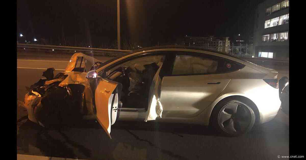 Tesla Model 3 crashes into police car with Autopilot engaged     - Roadshow