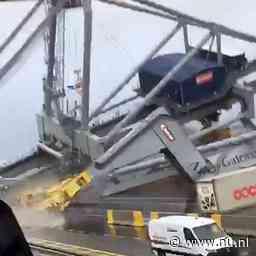 Schip botst tegen kraan in haven van Antwerpen