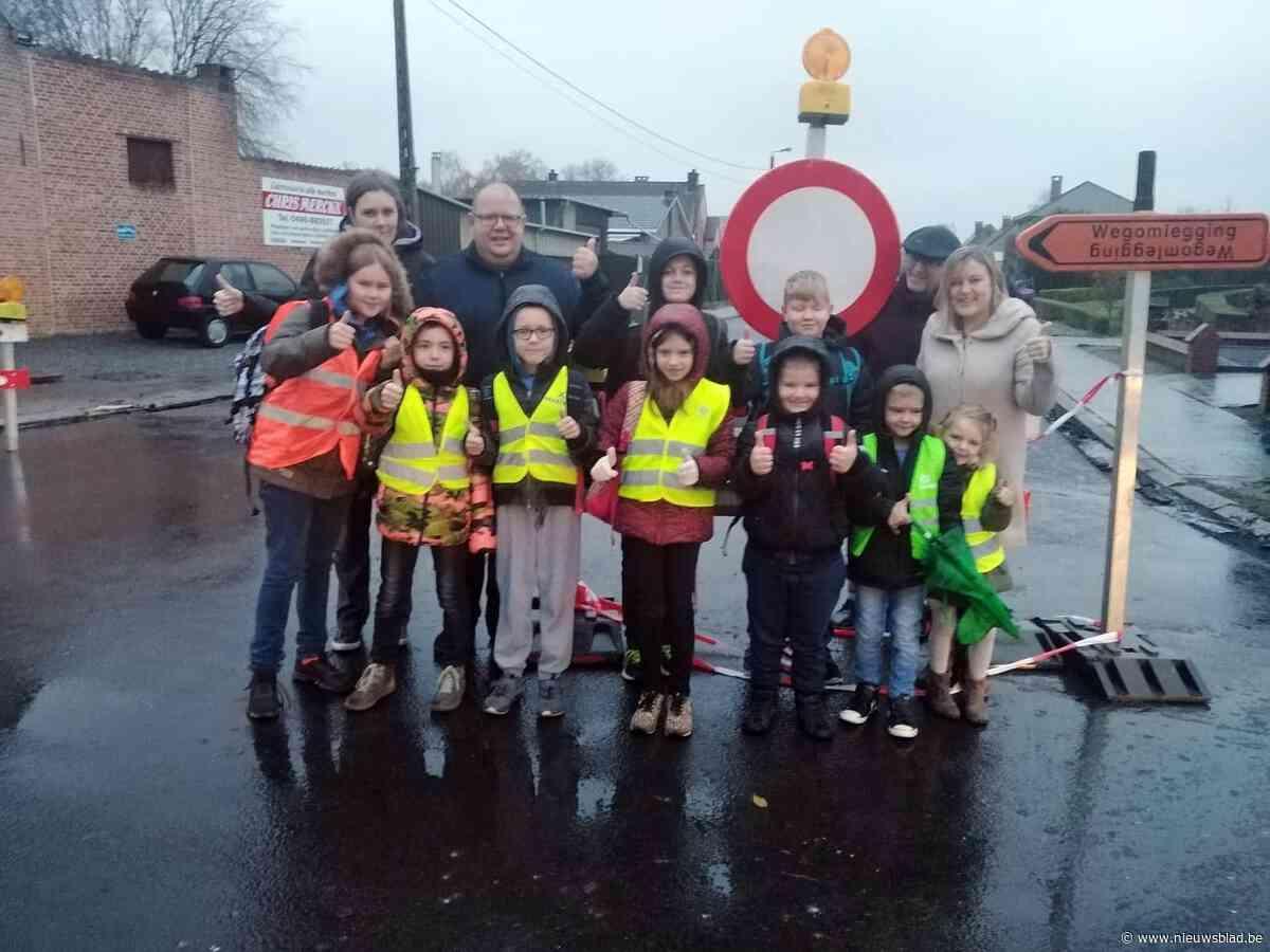 Straat aan school weldra weer open na werken, maar ouders willen omgeving autovrij houden