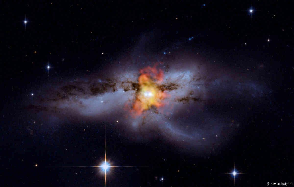 Sterrenstelsel bevat niet twee, maar drie zwarte gaten
