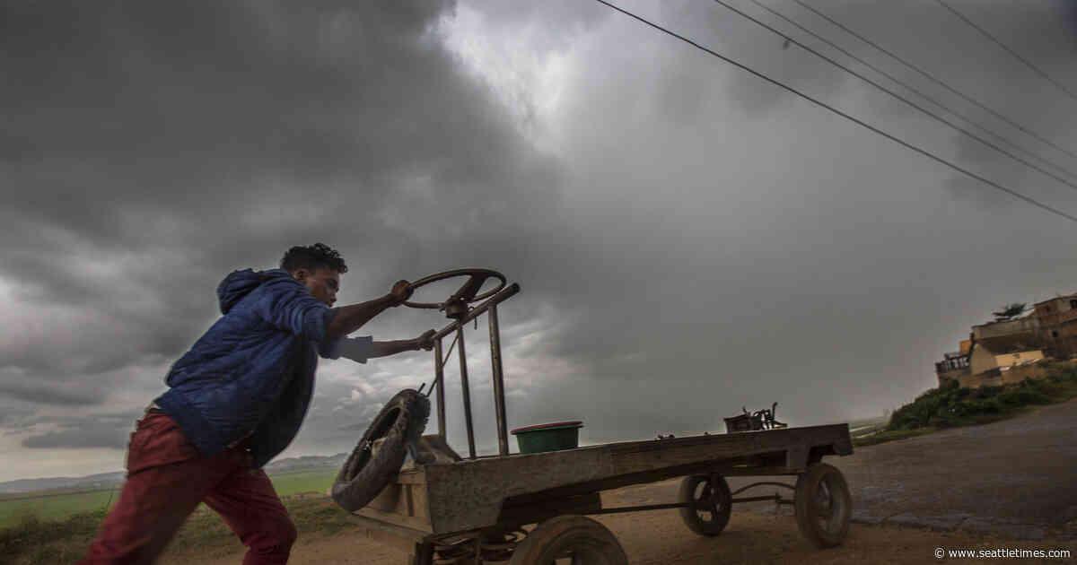 Cyclone hits Madagascar, killing 2 and making 1,400 homeless