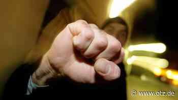 Polizei sucht Schläger-Trio: 40-Jähriger in Jena von Unbekannten verletzt und ausgeraubt