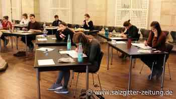 18 Medizininteressierte spielen Test für Studienplatz durch