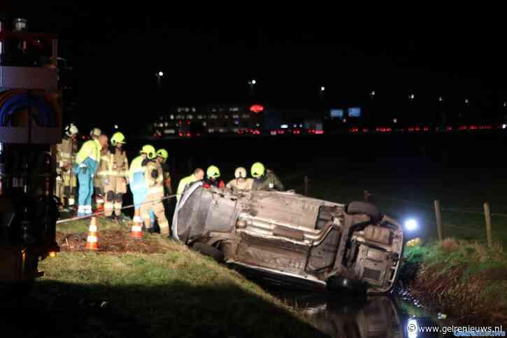Auto's in het water bij fors ongeval in Ede