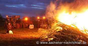Mahnfeuer als deutliches Zeichen: Landwirte protestieren in Brand gegen Bundespolitik