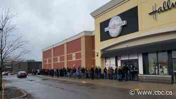 Chicken Bones Liqueur brings out long lines, sells out in minutes