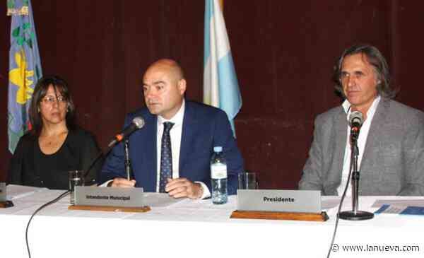 Raúl Reyes juró para su segundo mandato en Coronel Dorrego